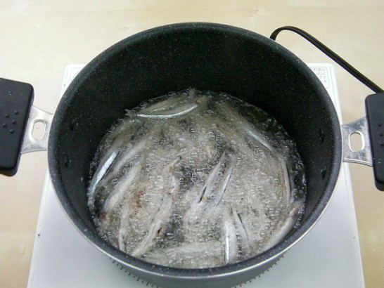 Small fish boiled in soy sauce (14)